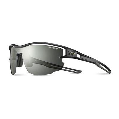 https://static.privatesportshop.com/2151048-6774389-thickbox/julbo-aero-photochromic-sunglasses-transluscent-black-army-clear.jpg