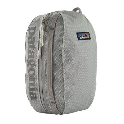https://static.privatesportshop.com/2307941-7152245-thickbox/patagonia-hole-cube-3l-toiletry-bag-birch-white.jpg